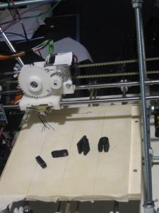 Erste Druckergebnisse des RepRap
